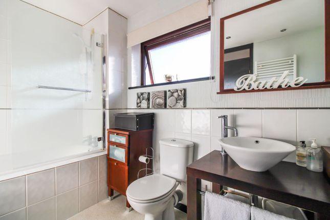 Family Bathroom of Alexander Close, Abingdon OX14