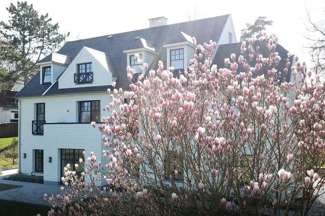 Thumbnail Villa for sale in Rhode-Saint-Genese, Brussels, Belgium