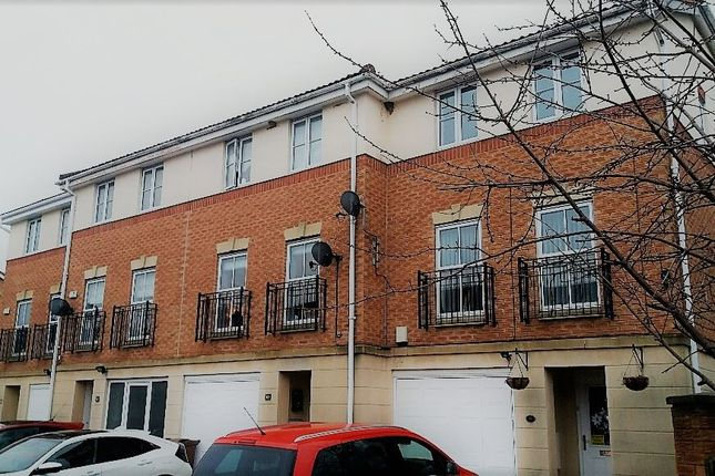 Thumbnail Town house to rent in Brackendale Road, Wakefield