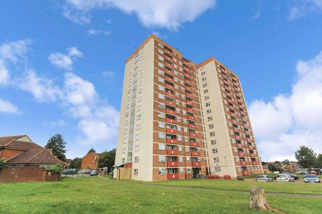 Thumbnail Flat for sale in Green Close, Luton