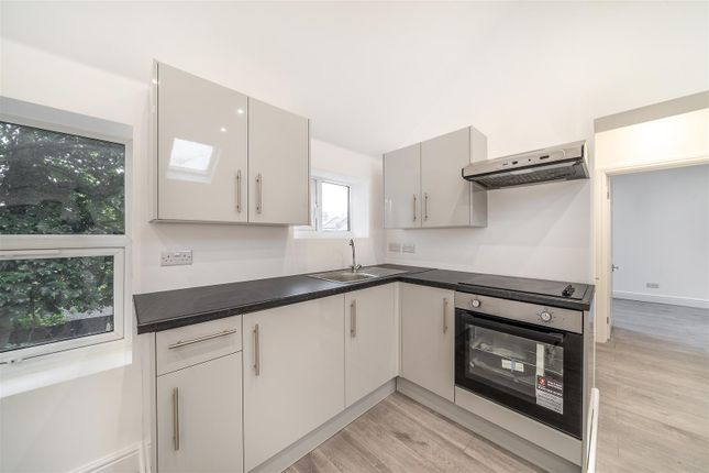 Thumbnail Flat to rent in Clifton Road, London