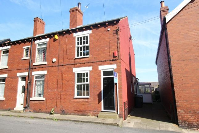 Thumbnail Terraced house to rent in Queen Street, Wakefield