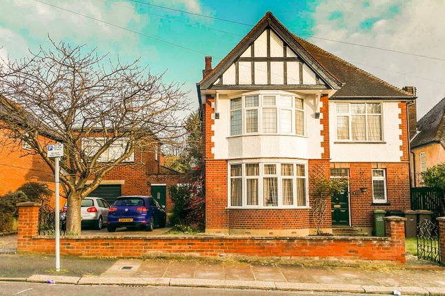 Thumbnail Detached house for sale in Lansdowne Road, Luton