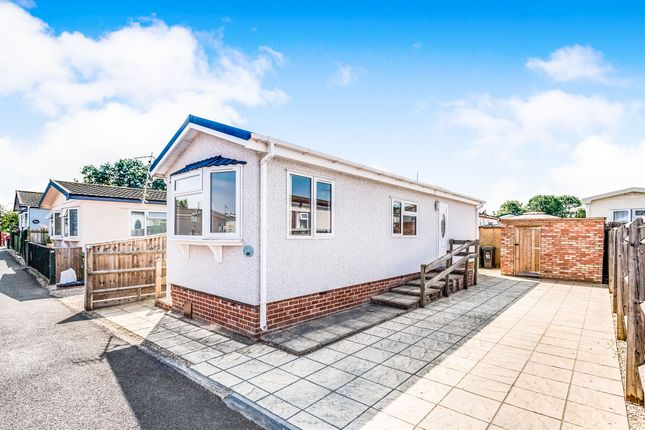 Thumbnail Mobile/park home for sale in Severn Crescent, Didcot