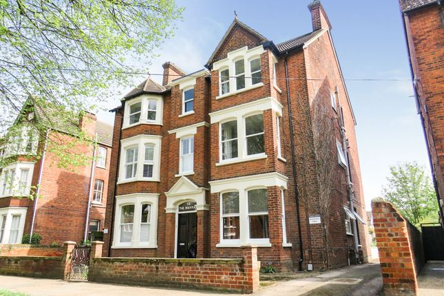 Thumbnail Flat for sale in Bushmead Avenue, Bedford