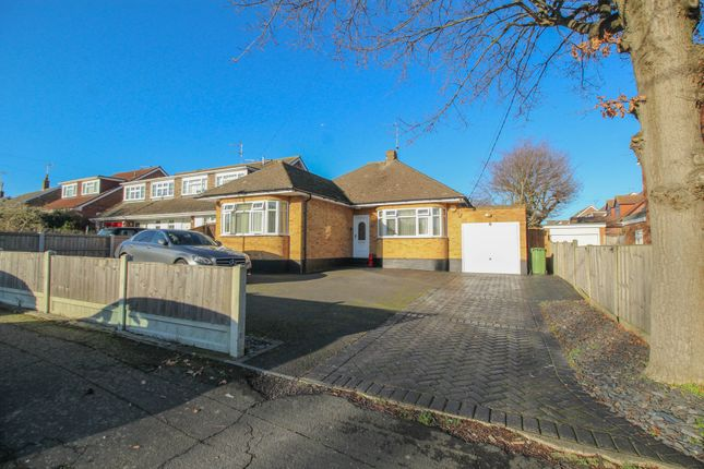 3 bed detached bungalow for sale in Belmont Avenue, Wickford, Essex SS12