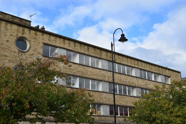 Thumbnail Flat to rent in George Street, Halifax