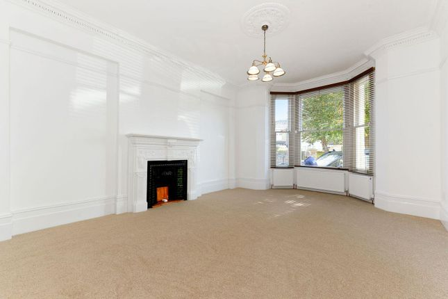 Thumbnail Flat to rent in Madeley Road, Ealing