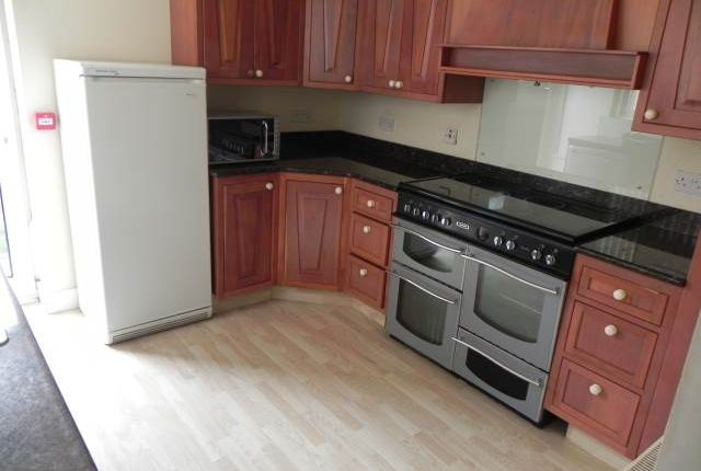 Thumbnail Shared accommodation to rent in Milton Terrace, Mount Pleasant, Swansea