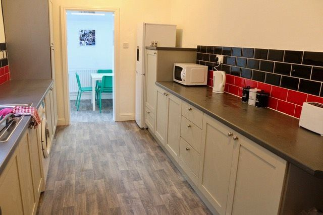 Thumbnail Shared accommodation to rent in Windsor Road, Droylsden, Manchester