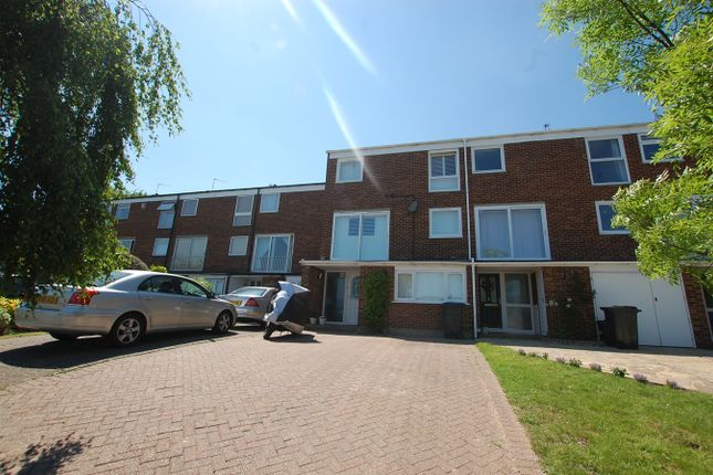 Thumbnail Town house for sale in Cameron Road, Bromley