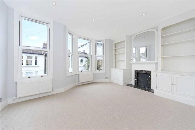 3 bed flat to rent in Querrin Street, Fulham, London