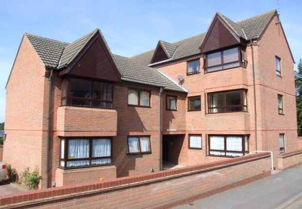 1 bed flat to rent in Chichele Court, North Street NN10