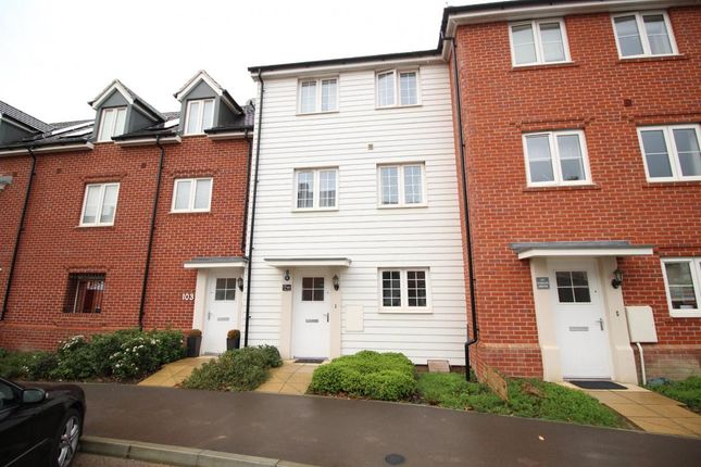Thumbnail Town house to rent in Jubilee Drive, Fleet