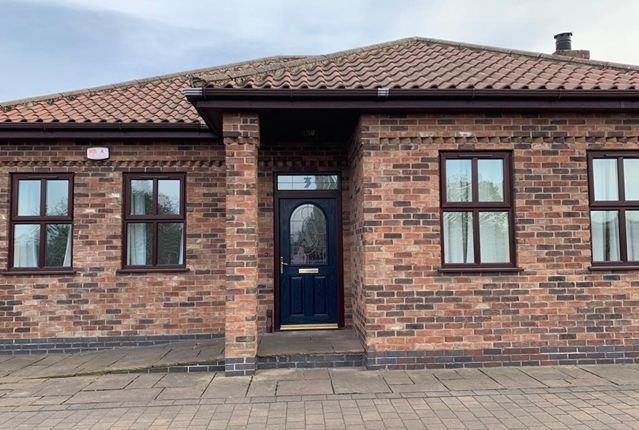 Thumbnail Bungalow to rent in Mason Walk, Scunthorpe