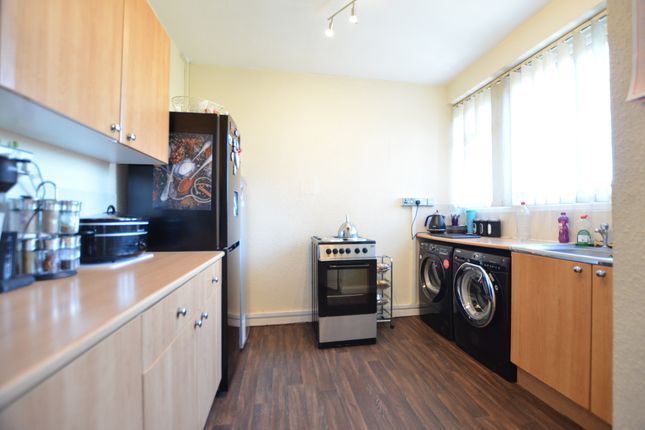 3 bed maisonette to rent in London Road, Blackwater, Camberley GU17