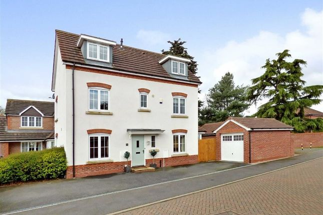 5 bed town house for sale in Holly Place, Willaston, Nantwich