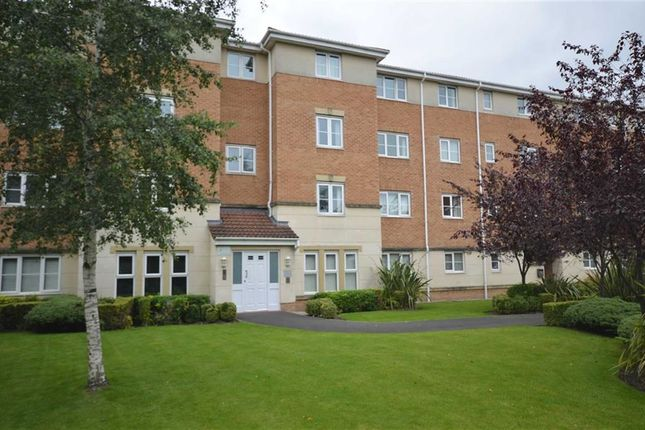 2 bed flat to rent in Cravenwood Road, Reddish, Stockport, Greater Manchester