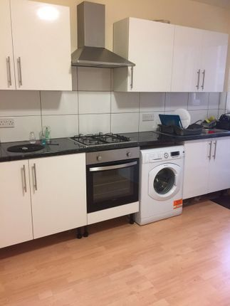 Thumbnail Flat to rent in Mitcham Road, Tooting Broadway