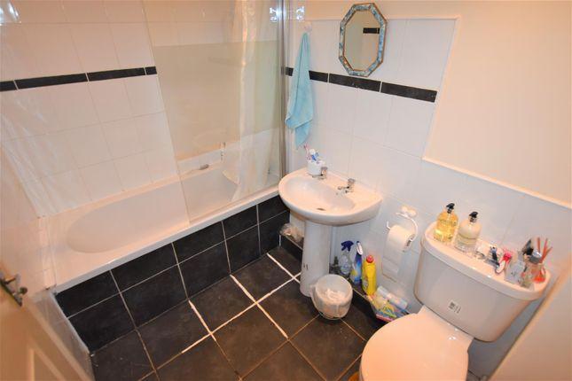 Bathroom of River Soar Living, Western Road, Leicester LE3