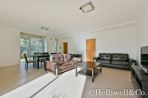 Thumbnail Town house to rent in Amherst Road, London