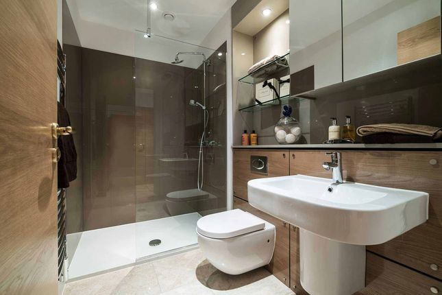 Main Bathroom of Brighouse Park Cross, Edinburgh EH4