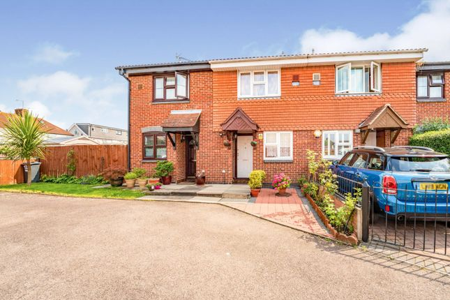 Thumbnail Terraced house for sale in Linslade Close, Hounslow