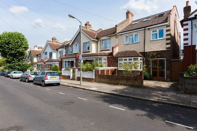Flat to rent in Montana Road, Tooting Bec