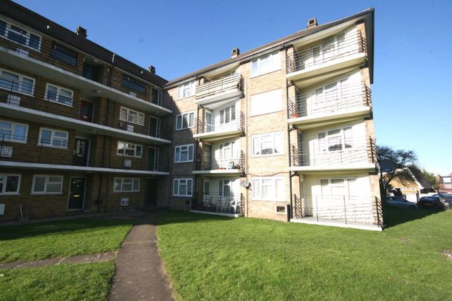 Thumbnail Flat to rent in Whinbush Road, Hitchin