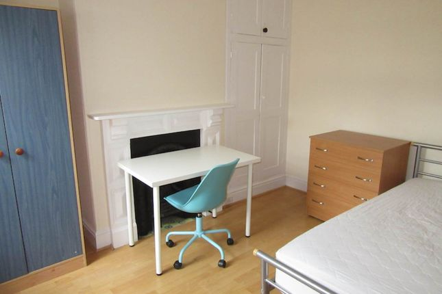 Thumbnail Room to rent in Clinton Avenue, Exeter