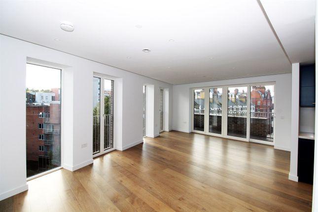 Thumbnail Flat to rent in Dorset House, Mount Pleasant, London
