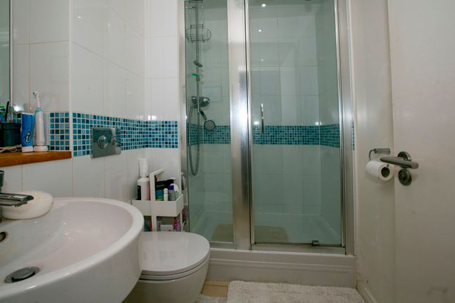 En-Suite of Gabriels Square, Lower Earley, Reading RG6