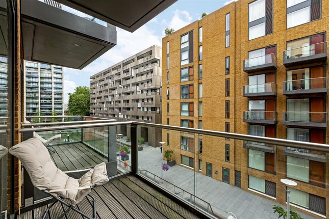Flat For In Hirst Court Grosvenor Waterside 20 Gatliff Road London