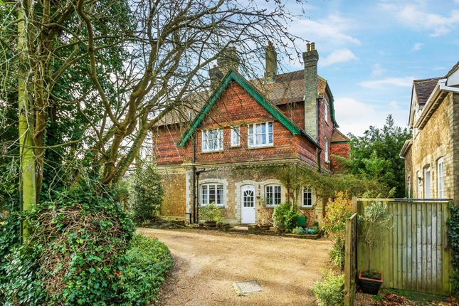 Flat for sale in Lower Edgeborough Road, Guildford