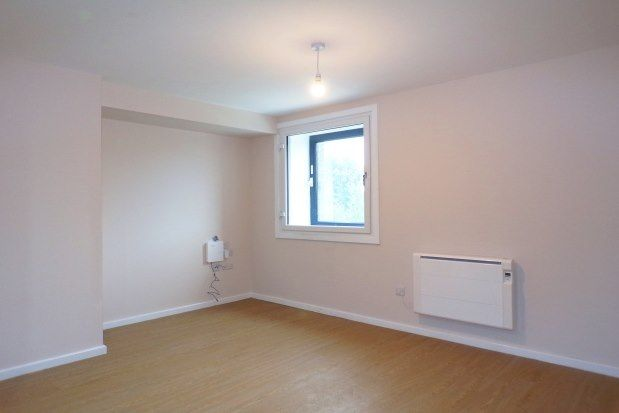 Thumbnail Flat to rent in Wellington Road North, Stockport