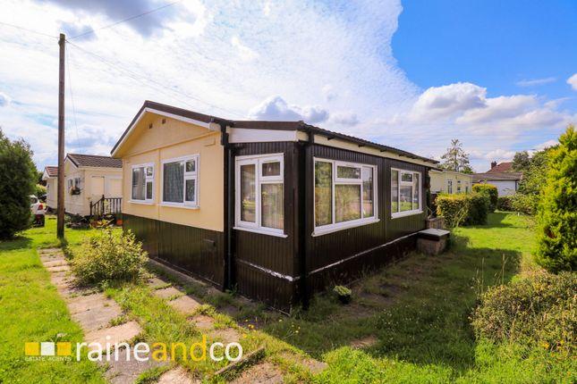 Thumbnail Mobile/park home for sale in Marshmoor Crescent, Welham Green