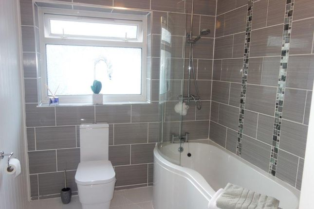 Bathroom of The Avenue, Pontygwaith CF43