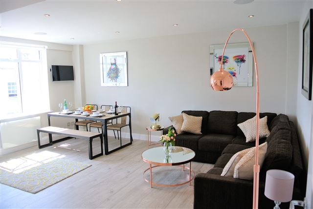 Thumbnail Flat to rent in Mitre House, Western Road, Brighton