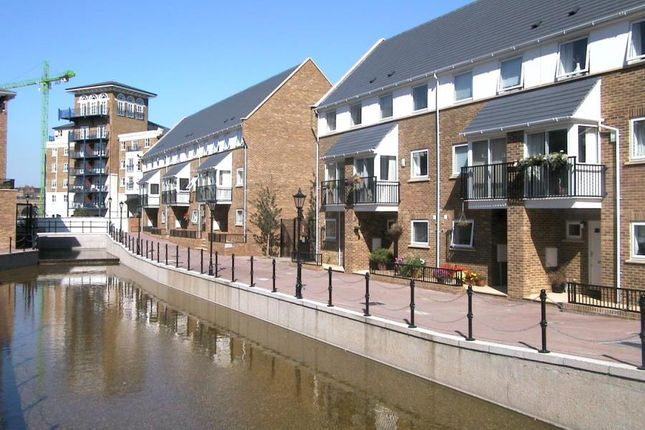 Thumbnail Property to rent in Albert Mews, Lockside, London