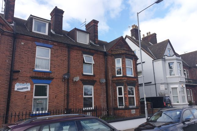 Flat 3, 37 Wellesley Road, Great Yarmouth, Norfolk, Nr30 1EU  (3)