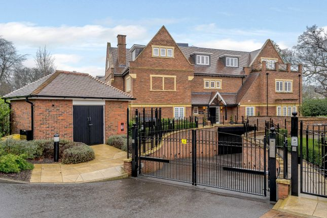 Thumbnail Flat for sale in Grove Road, Beaconsfield, Buckinghamshire