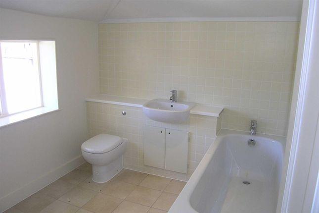 4 Fernbrook - Bathroom