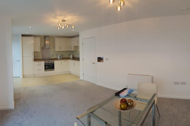 Flat in  The Greenway  Colindale  West London