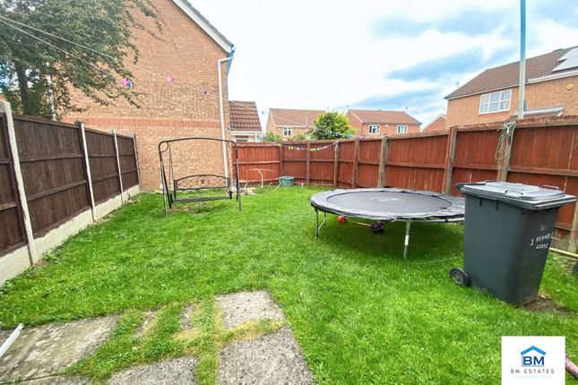 Garden of Bramble Close, Hamilton LE5