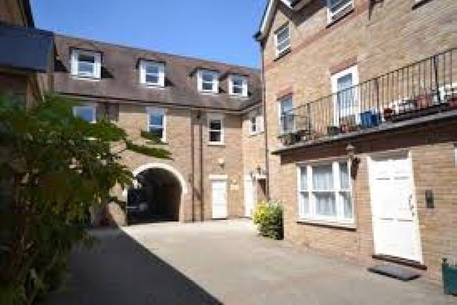 2 bed flat to rent in Godfreys Mews, Chelmsford