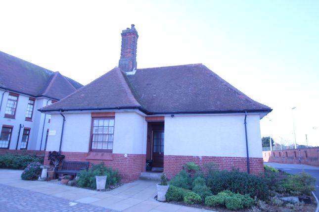 2 bed flat for sale in Undercliff Road East, Felixstowe