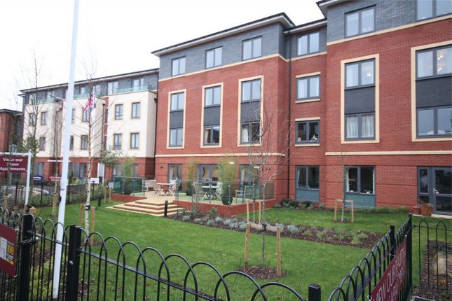 2 bed flat for sale in West Street, Newbury