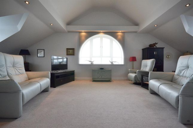 Thumbnail Flat for sale in The Penthouse, West Park Close, Stratford-Upon-Avon