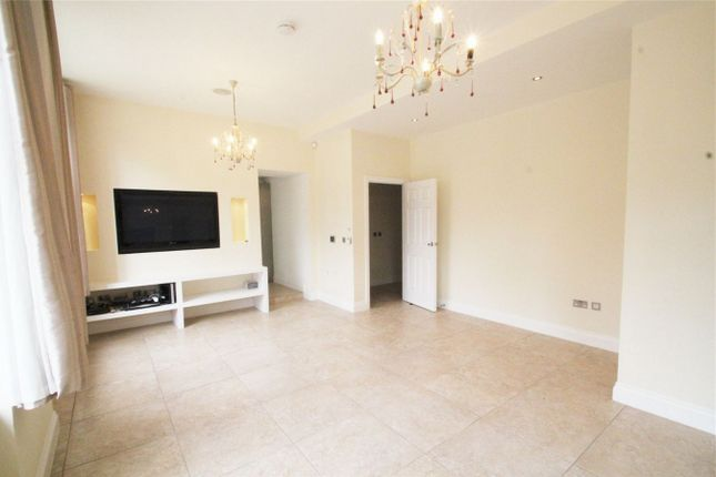 Thumbnail Flat to rent in Royal Connaught Park, The Avenue, Bushey, Hertfordshire