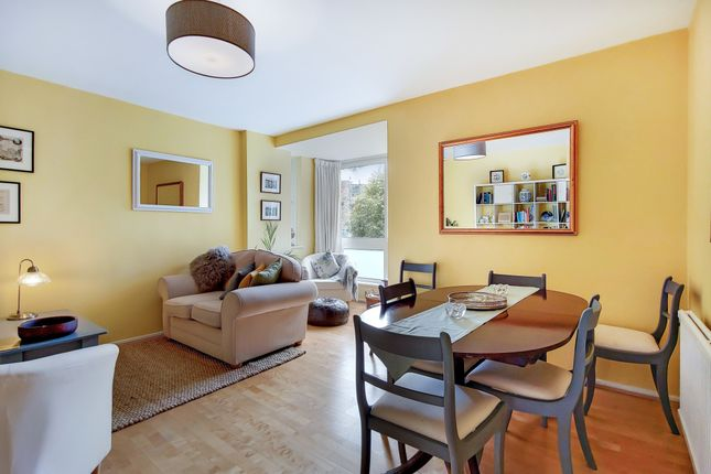 Thumbnail Flat for sale in Valiant House, Battersea Square, London